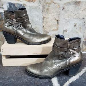 OTBT 8.5 Bexar Metallic Gold Ankle Boots Booties